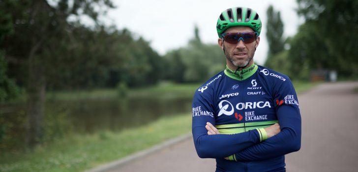 Orica-BikeExchange presenteert donkerblauw tenue met groene accenten