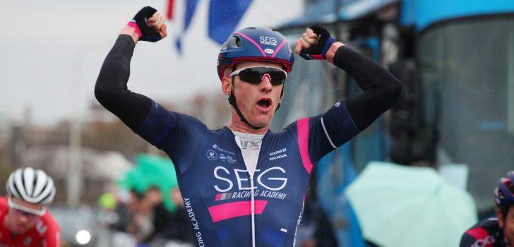 Marten Kooistra wint Parijs-Tours U23 na solo van 50 kilometer