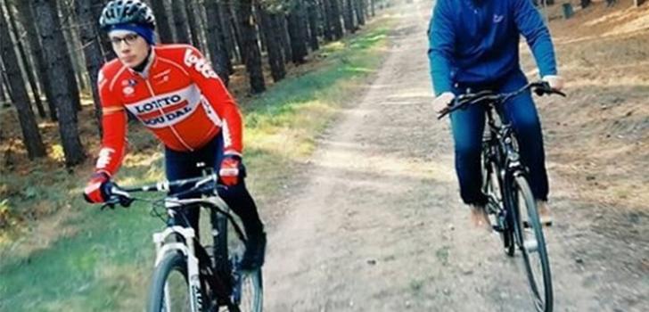 Stig Broeckx maakt fietstocht op de mountainbike