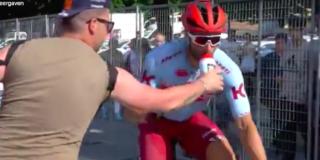 Giro 2019: Haller scheldt toeschouwer die bidon afpakt de huid vol