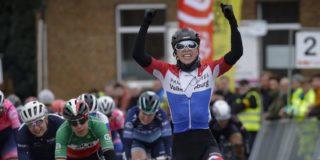 Lorena Wiebes pakt eerste seizoenszege in Omloop van het Hageland