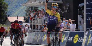 Roglic wint spectaculaire etappe in Tour de l'Ain, Jumbo-Visma maakt indruk