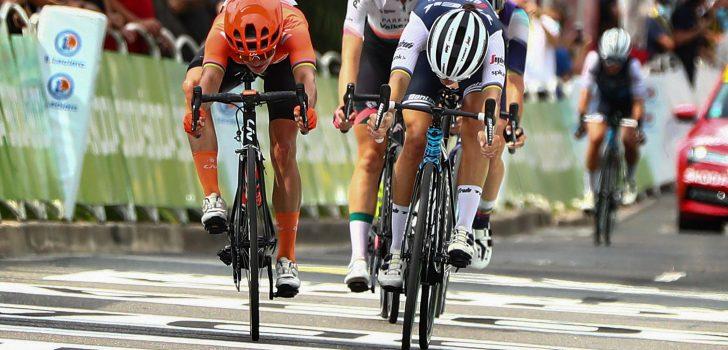 Elizabeth Deignan houdt Vos nipt van de winst in La Course