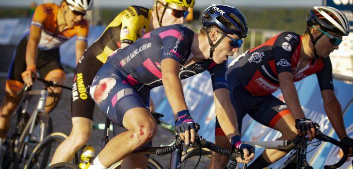 "David Dekker fors gehavend na val in slotrit Giro d'Italia U23: ""Ik heb geluk gehad"""