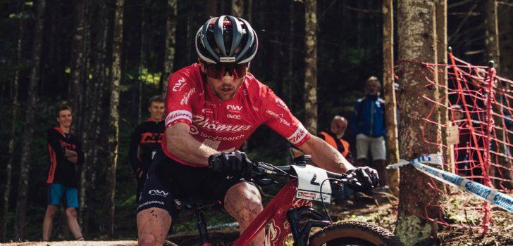 Mathias Flückiger oppermachtig in Les Gets, teleurstellende race Pidcock